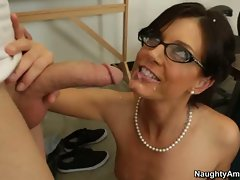 India Summers let guy's pointed dick cum on her face