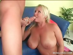 Slutty MILF gives tit job on the couch