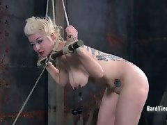 Niki is a flexible submissive with a very hot talent. When she cums...