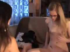 Zwei geile Teenie Lesbo Girls by snahbrandy