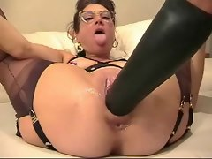 Aged married woman fists and stretch her pussy with giant rubber toy