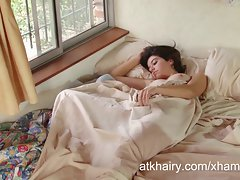 Hirsute chick Aixa wakes up sensual