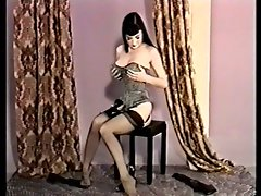 19yo Dita von Teese - full nude Striptease